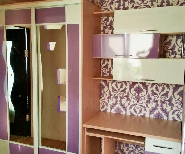Детская мебель сиреневый цвет шкаф с зеркалом письменный стол