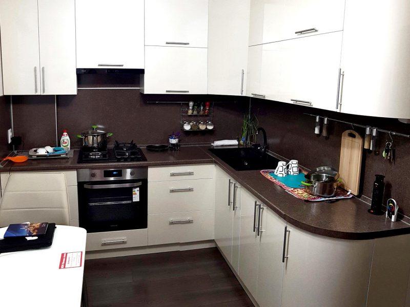 Кухня белая угловая на заказ Шахты